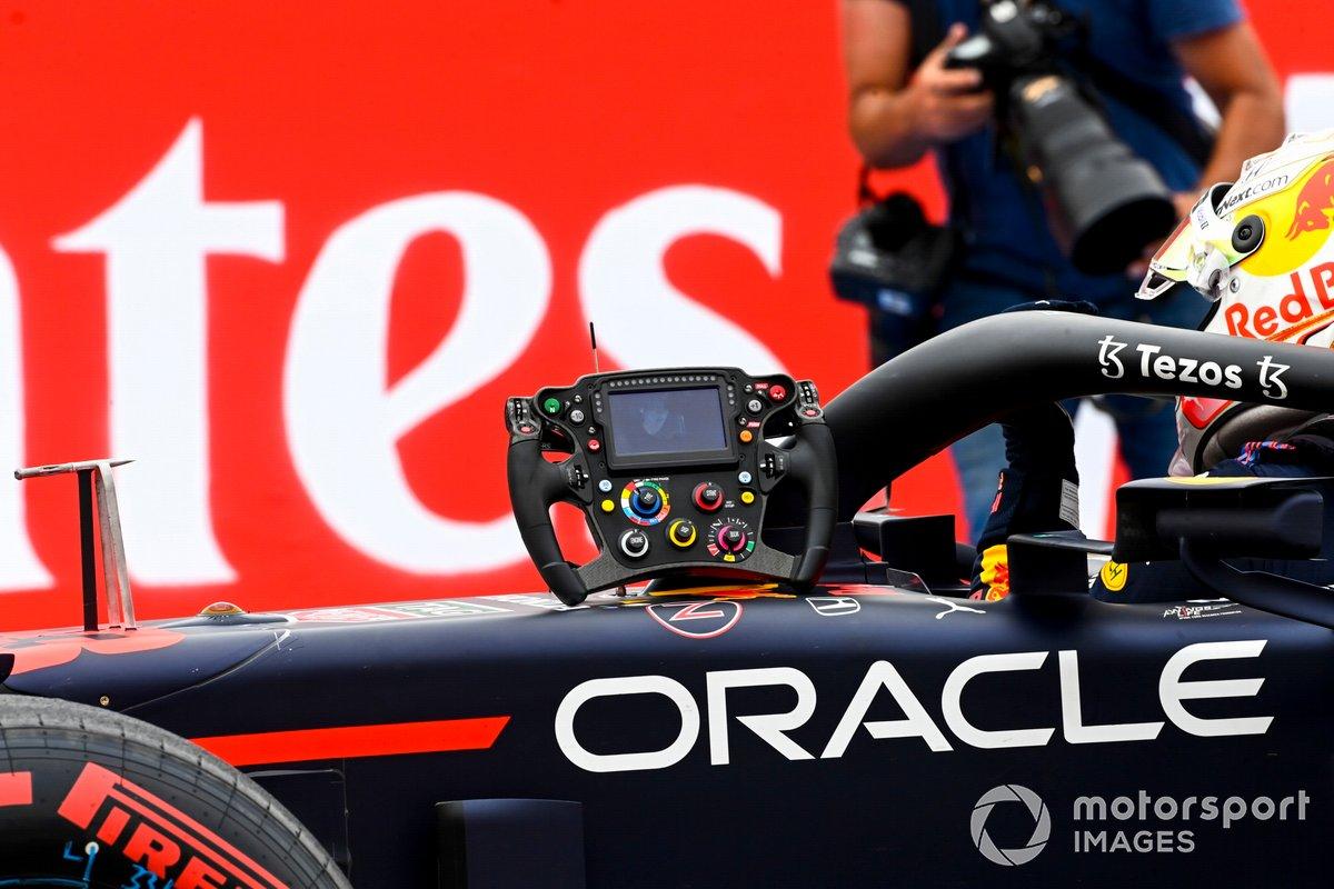 Volante del coche de Max Verstappen, Red Bull Racing en Parc Ferme