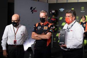 Carmelo Ezpeleta, CEO Dorna Sports, Hervé Poncharal, KTM Tech3, Josep Lluis Santa Maria, Presidente e Direttore Generale del Circuit de Barcelona-Catalunya