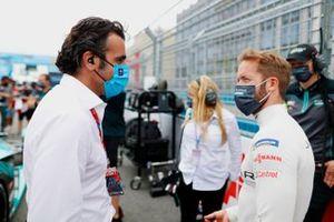 TV Pundit Dario Franchitti, with Sam Bird, Jaguar Racing