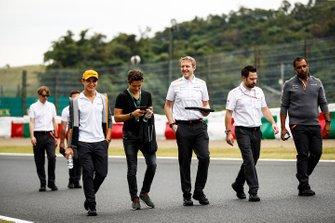 Lando Norris, McLarenwalks the track with Sacha Fenestraz