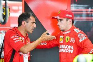 Marc Gene, Ferrari, parla con Charles Leclerc, Ferrari