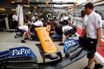 McLaren s'entraîne aux arrêts au stand