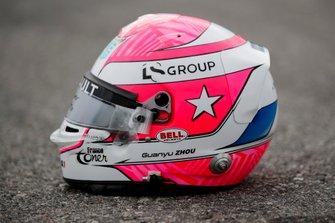 Casco tributo indossato dal pilota di FIA Formula 2 Guanyu Zhou, UNI Virtuosi Racing
