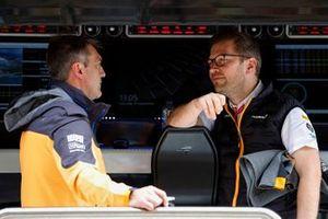 Paul James, Director del Equipo, McLaren, y Andreas Seidl, Director, McLaren