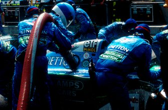 Pit stop of Jos Verstappen, Benetton B194 Ford