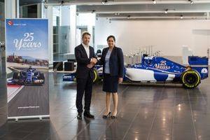 Daan Kersten, CEO Additive Industries en Monisha Kaltenborn.