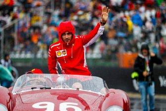 Charles Leclerc, Ferrari, lors de la parade des pilotes