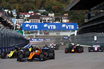 Lando Norris, McLaren MCL34, leads Nico Hulkenberg, Renault F1 Team R.S. 19, Daniil Kvyat, Toro Rosso STR14, Max Verstappen, Red Bull Racing RB15, Sergio Perez, Racing Point RP19, and the rest of the field at the start