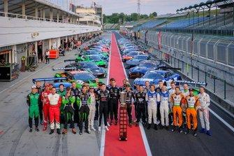 Gruppenfoto: Alle Fahrer und Autos der Blancpain Sprint Series 2019