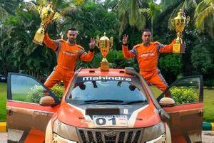 Winners Gaurav Gill, Musa Sherif, Mahindra Adventure Super XUV500