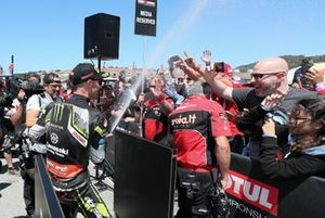 Jonathan Rea, Kawasaki Racing Team celebrates