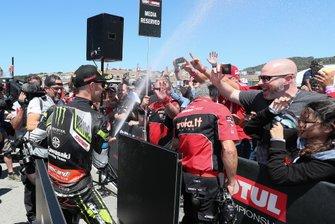 Jonathan Rea, Kawasaki Racing Team celebrates