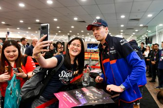 Daniil Kvyat, Toro Rosso takes a selfie with a fan