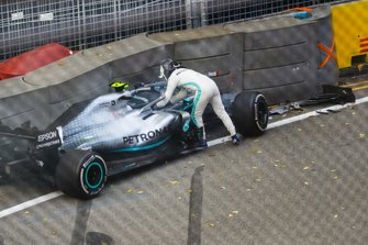 Valtteri Bottas, Mercedes AMG W10 crashes into the wall