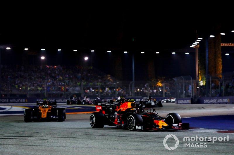 Alexander Albon, Red Bull Racing RB15, precede Lando Norris, McLaren MCL34