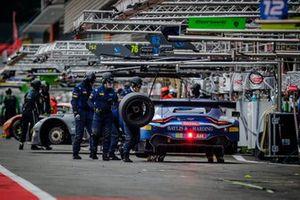 #188 Garage 59 Aston Martin Vantage AMR GT3: Alexander West, Chris Harris, Chris Goodwin, Ross Gun