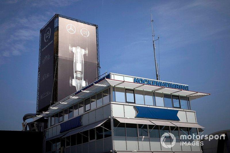 Un logo montrant les 125 ans de Mercedes en sport automobile