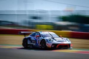 #117 KÜS Team75 Bernhard Porsche 911 GT3 R: Earl Bamber, Timo Bernhard, Laurens Vanthoor