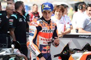 Polesitter Marc Marquez, Repsol Honda Team looks at Fabio Quartararo, Petronas Yamaha SRT's bike