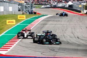 Lewis Hamilton, Mercedes W12, Yuki Tsunoda, AlphaTauri AT02, et Kimi Raikkonen, Alfa Romeo Racing C41