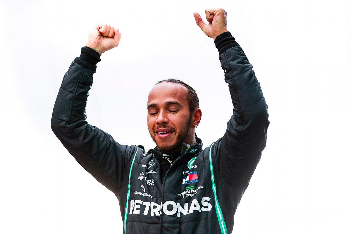 Ganador de la carrera y campeón del mundo Lewis Hamilton, Mercedes F1