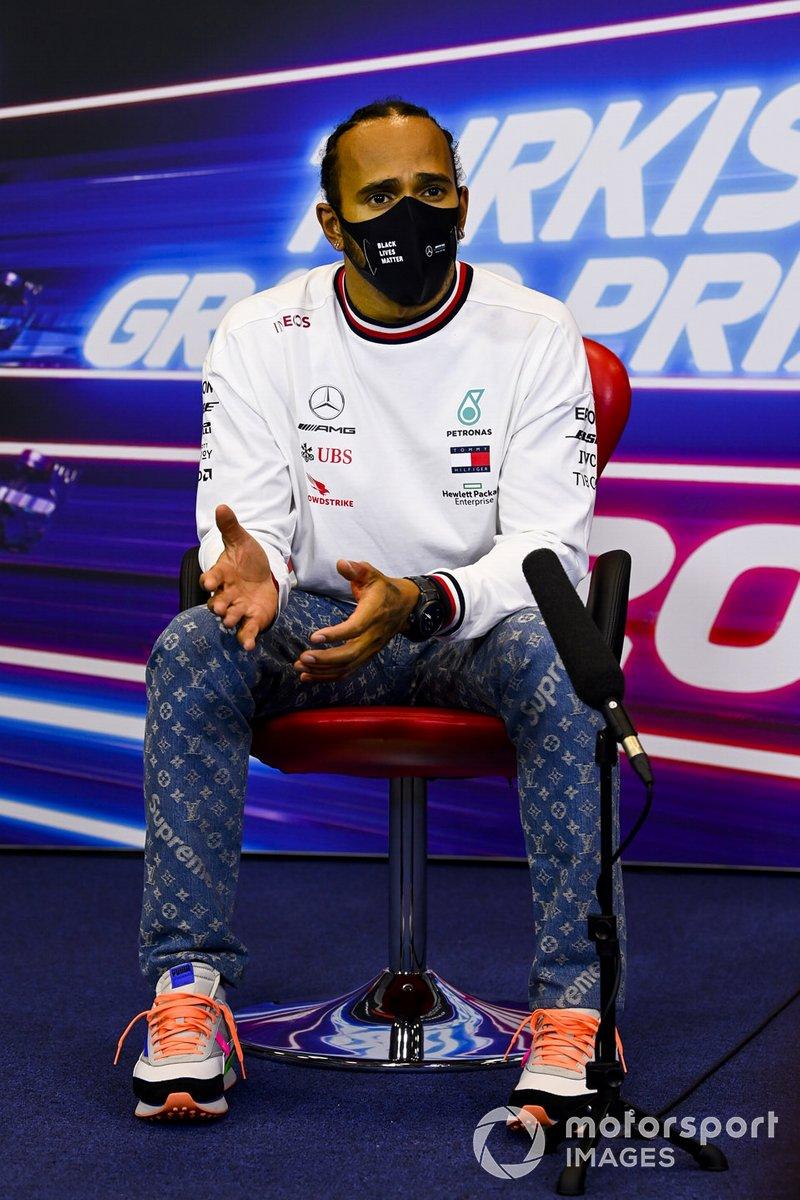 Campeón Lewis Hamilton, Mercedes-AMG F1 en la conferencia