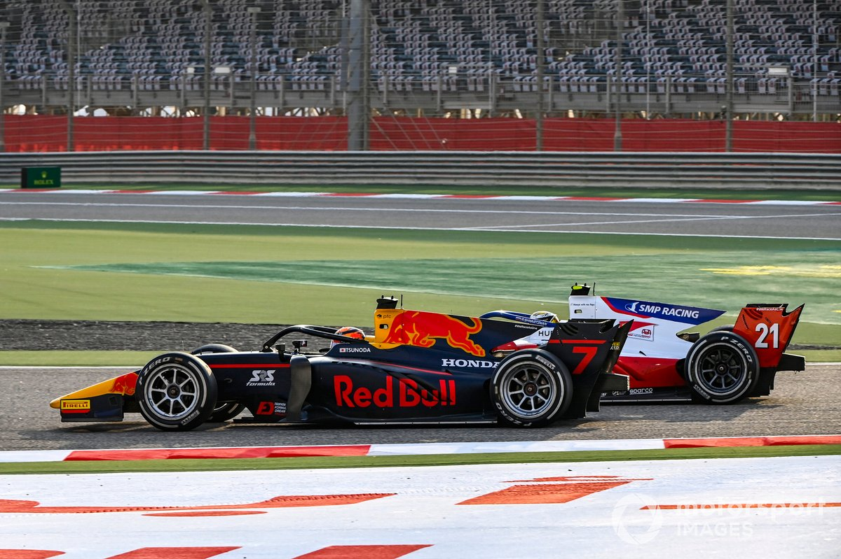 Yuki Tsunoda, Carlin precede Robert Shwartzman, Prema Racing