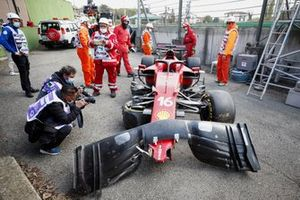 El monoplaza dañado de Charles Leclerc, Ferrari SF21