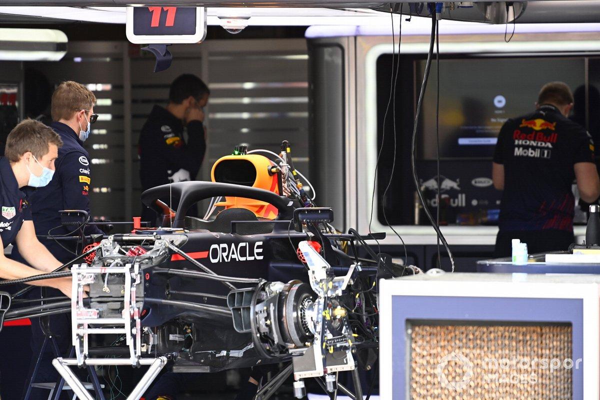 Freno delantero y suspensión delantera del Red Bull Racing RB16B