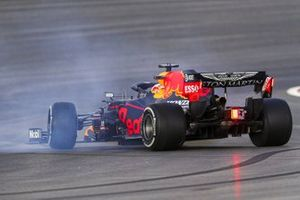 Max Verstappen, Red Bull Racing RB16, spins