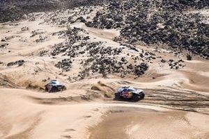 #302 X-Raid Mini JCW Team: Stéphane Peterhansel, Edouard Boulanger, #300 X-Raid Mini JCW Team: Carlos Sainz, Lucas Cruz