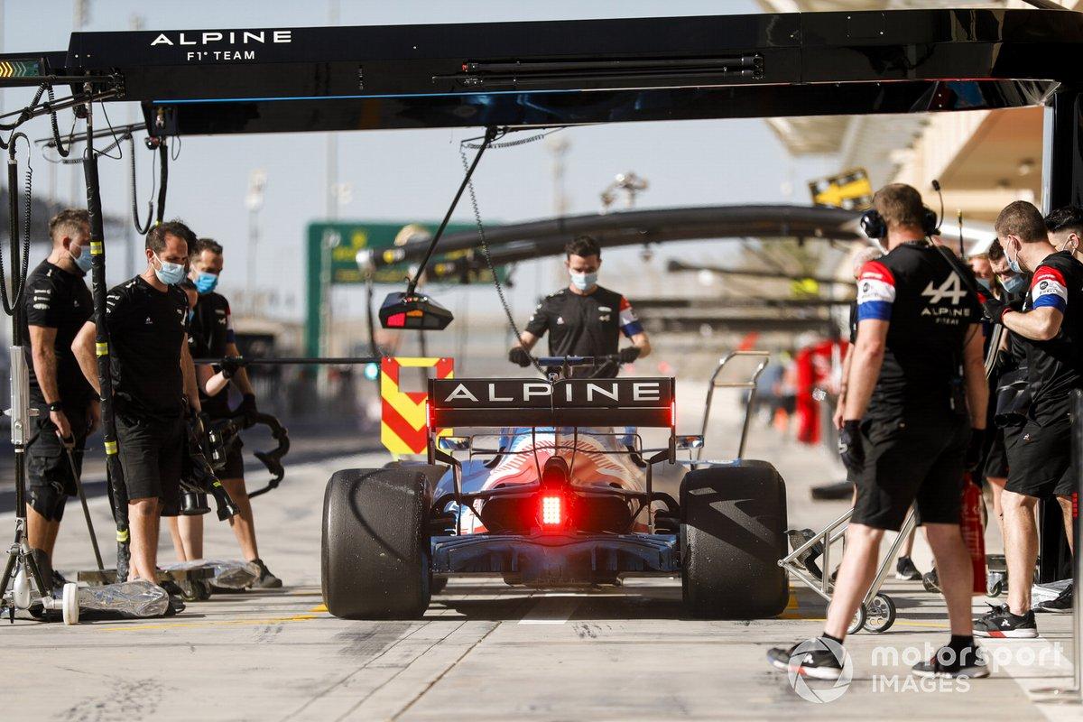 Fernando Alonso, Alpine A521 pit stop