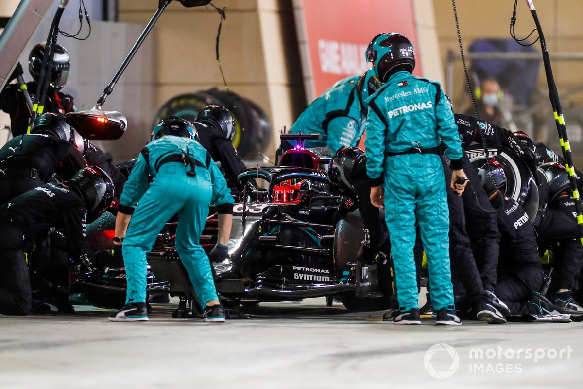 George Russell, Mercedes F1 W11,pit stop