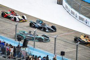 Alex Lynn, Panasonic Jaguar Racing, Jaguar I-Type 3, suffers from rear locking, retires from the race as Jean-Eric Vergne, DS TECHEETAH, DS E-Tense FE19, Stoffel Vandoorne, HWA Racelab, VFE-05, Daniel Abt, Audi Sport ABT Schaeffler, Audi e-tron FE05