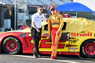 Joey Logano, Team Penske, Ford Mustang Shell Pennzoil and Travis Geisler