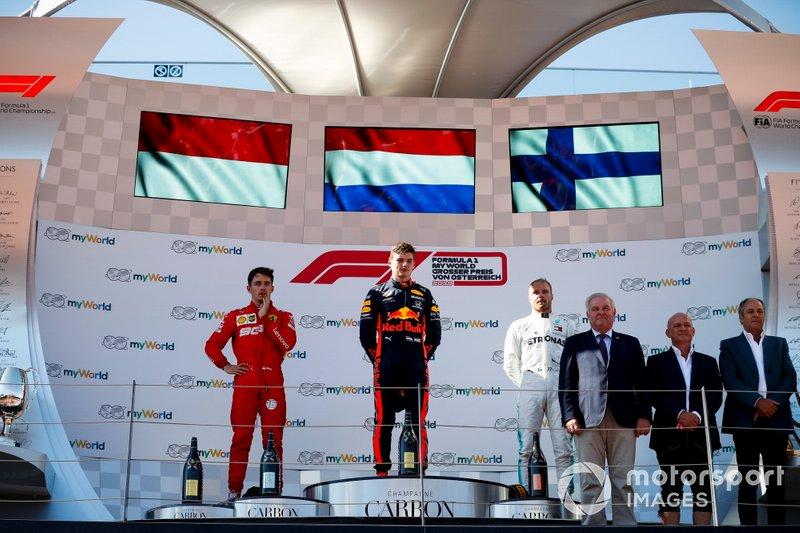 Charles Leclerc, Ferrari, le vainqueur Max Verstappen, Red Bull Racing et Valtteri Bottas, Mercedes AMG F1, sur le podium