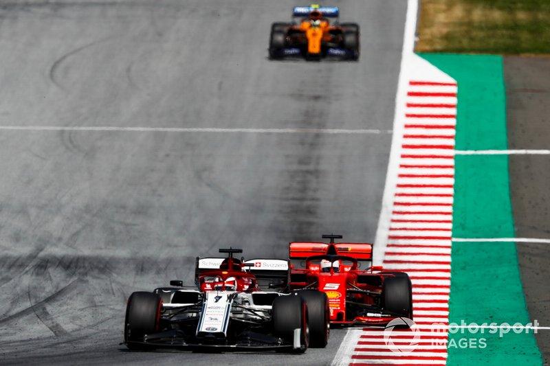 Kimi Raikkonen, Alfa Romeo Racing C38, precede Sebastian Vettel, Ferrari SF90, e Lando Norris, McLaren MCL34
