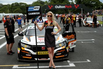 Dan Cammish, Halfords Yuasa Team Dynamics Honda Civic Grid Girl