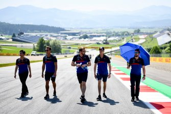 Daniil Kvyat, Toro Rosso walks the track with his team