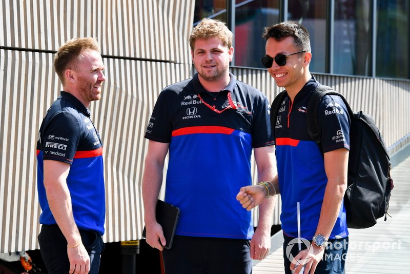 Alexander Albon, Toro Rosso speaks with his team in the paddock