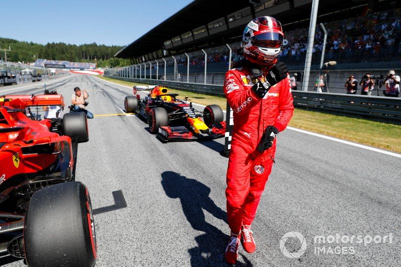 Le poleman Charles Leclerc, Ferrari, au Parc Fermé