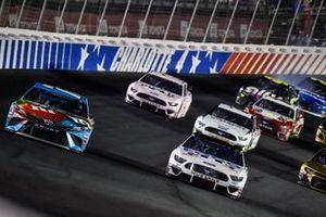 Kyle Busch, Joe Gibbs Racing, Toyota Camry M&M's Hazelnut, Clint Bowyer, Stewart-Haas Racing, Ford Mustang Toco Warranty