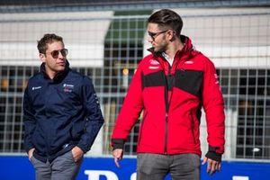 Robin Frijns, Envision Virgin Racing, Daniel Abt, Audi Sport ABT Schaeffler, talking on a track walk