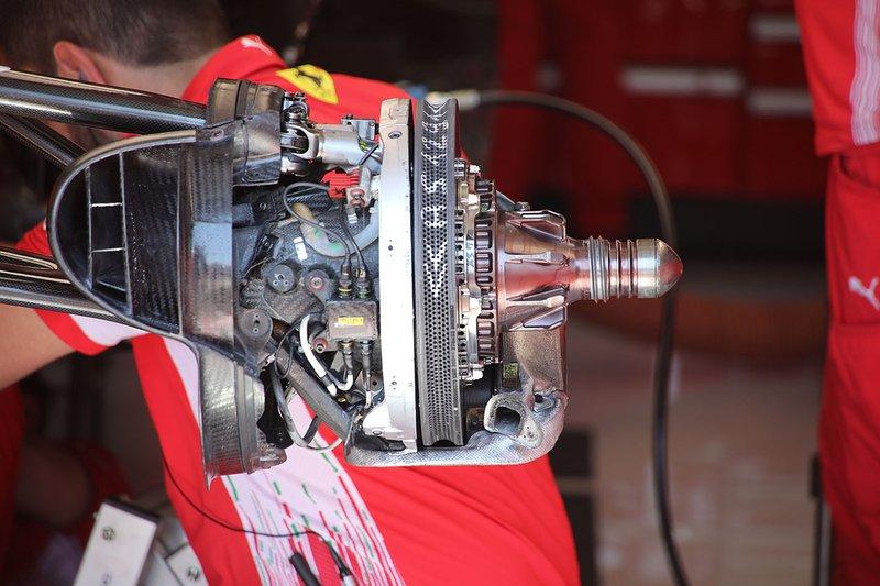 Ferrari SF90 dettaglio freno frontale