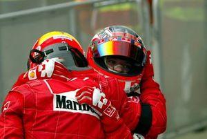 Il vincitore Michael Schumacher, Ferrari, Rubens Barrichello, Ferrari, al Parco Chiuso