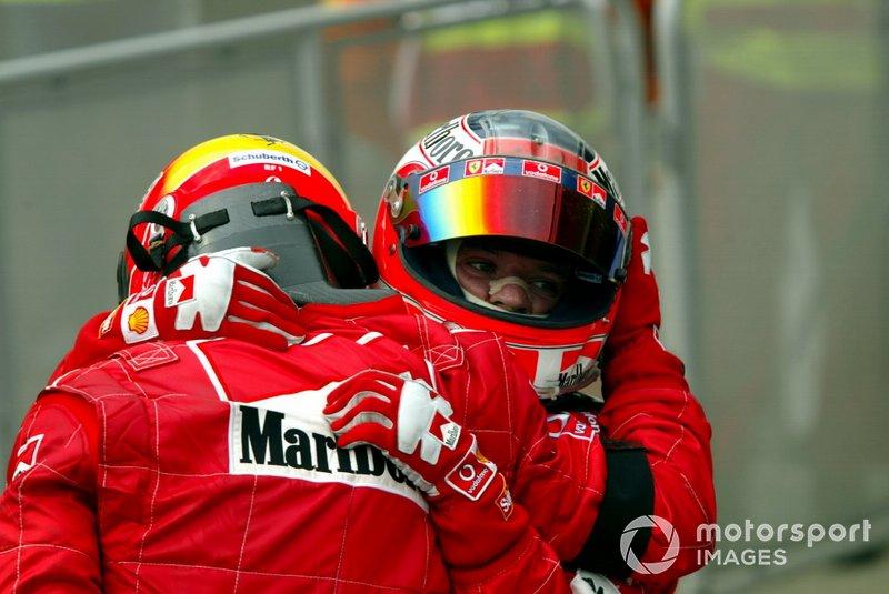 El ganador Michael Schumacher, Ferrari, Rubens Barrichello, Ferrari, en el Parc Fermé