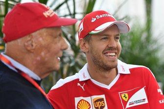 Niki Lauda, Mercedes AMG F1 Non-Executive Chairman en Sebastian Vettel, Ferrari
