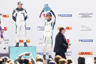 Sérgio Jimenez, Jaguar Brazil Racing, 3rd position, receives his trophy on the podium alongside Bryan Sellers, Rahal Letterman Lanigan Racing, 1st position