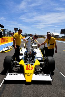 Jean-Pierre Jabouille climbs into the Renault RS.10 of his racing days for a demonstration
