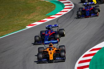 Carlos Sainz Jr., McLaren MCL34, leads Daniil Kvyat, Toro Rosso STR14, and Alexander Albon, Toro Rosso STR14